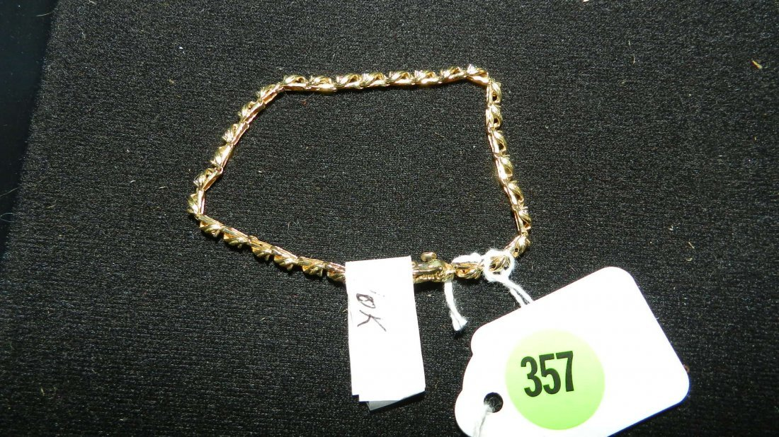 357: lovely ladies gold (10KT) bracelet with stones