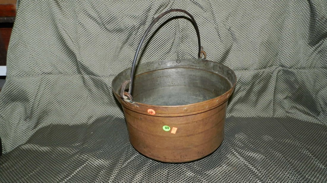 372: copper pot with metal bail