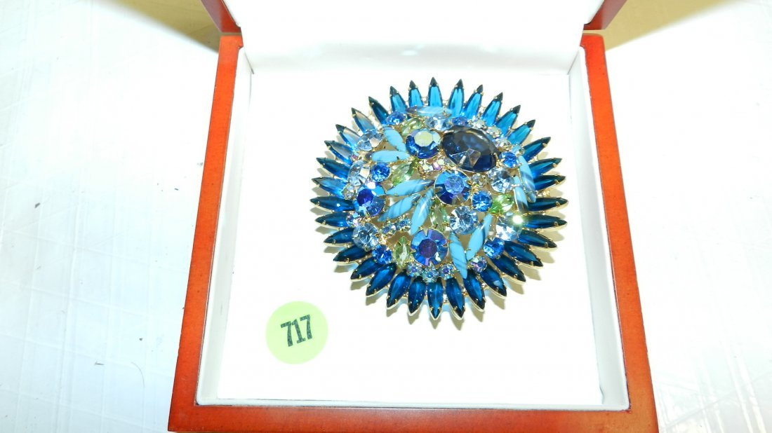 717: large colored stone brooch