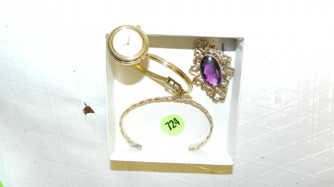 724: box of estate jewelry
