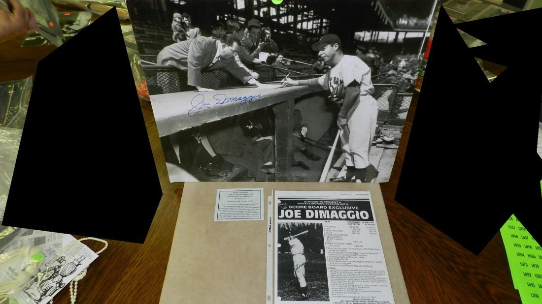 1018: original autograph by baseball's great  Joe Dimag