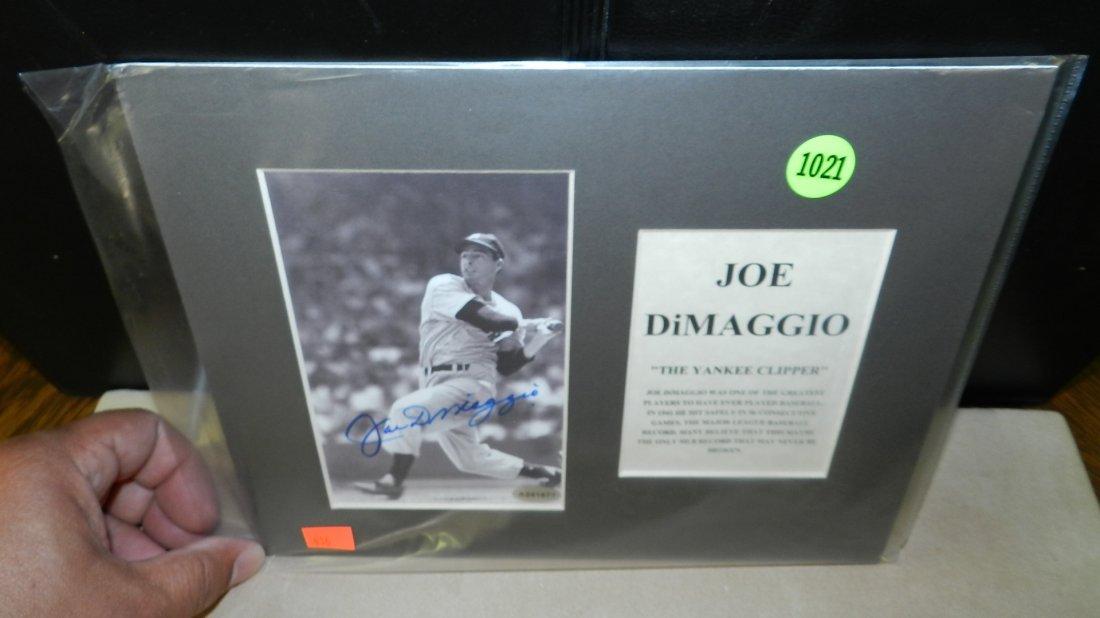 1021: original autograph by baseball's great  Joe Dimag