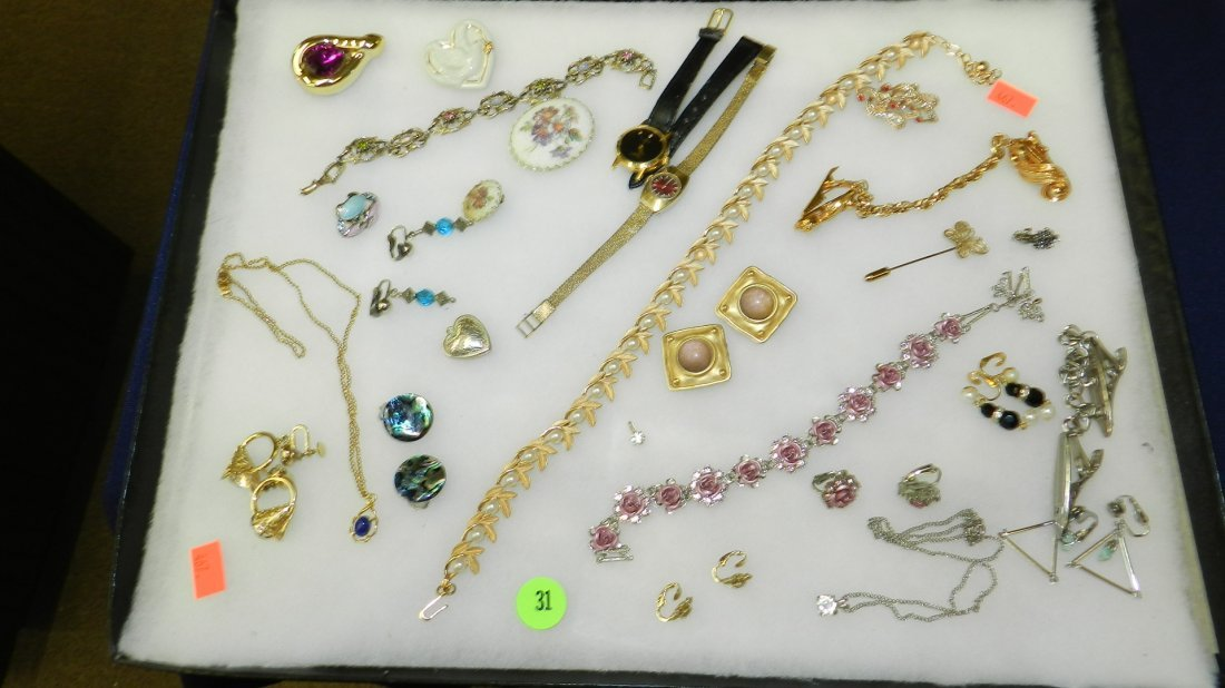 31: collection of mid century jewelry no tray