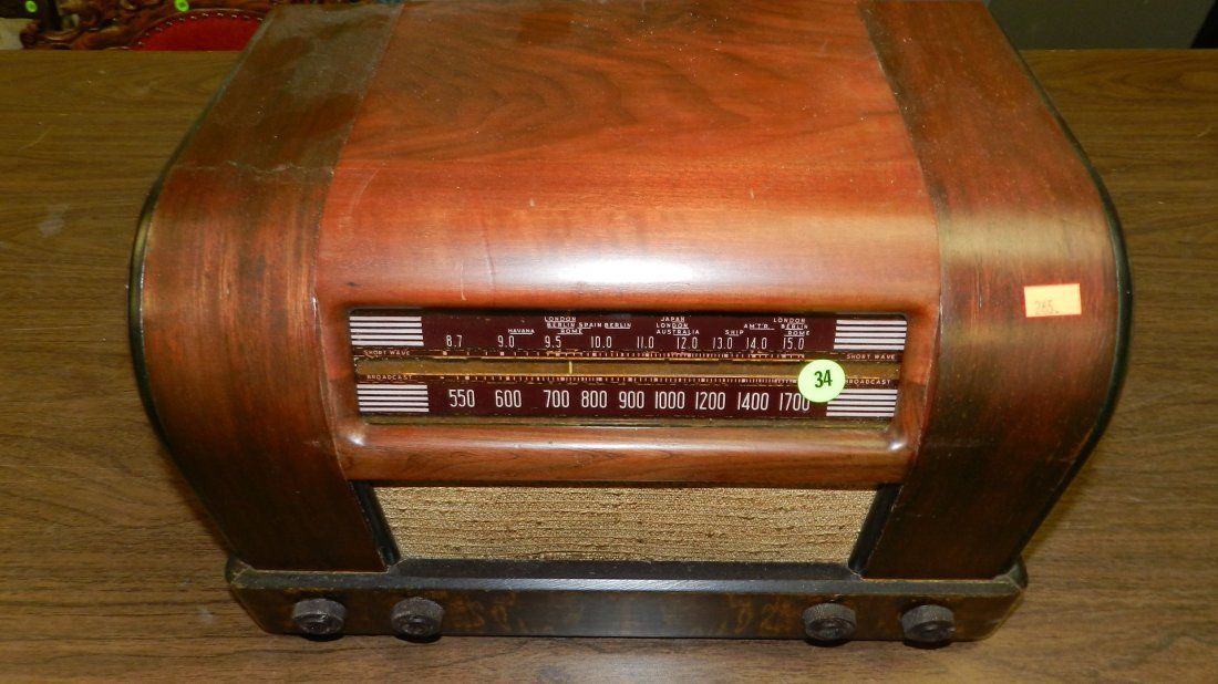 34: mid century deco table top radio