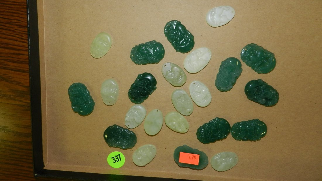 337: tray of mid century estate Asian Jade charmsno tra