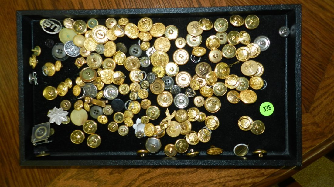 338: tray of military buttonste