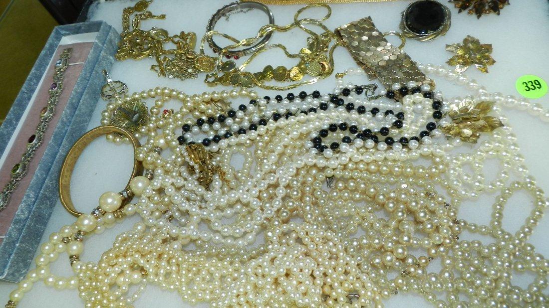 339: tray of mid century estate jewelry