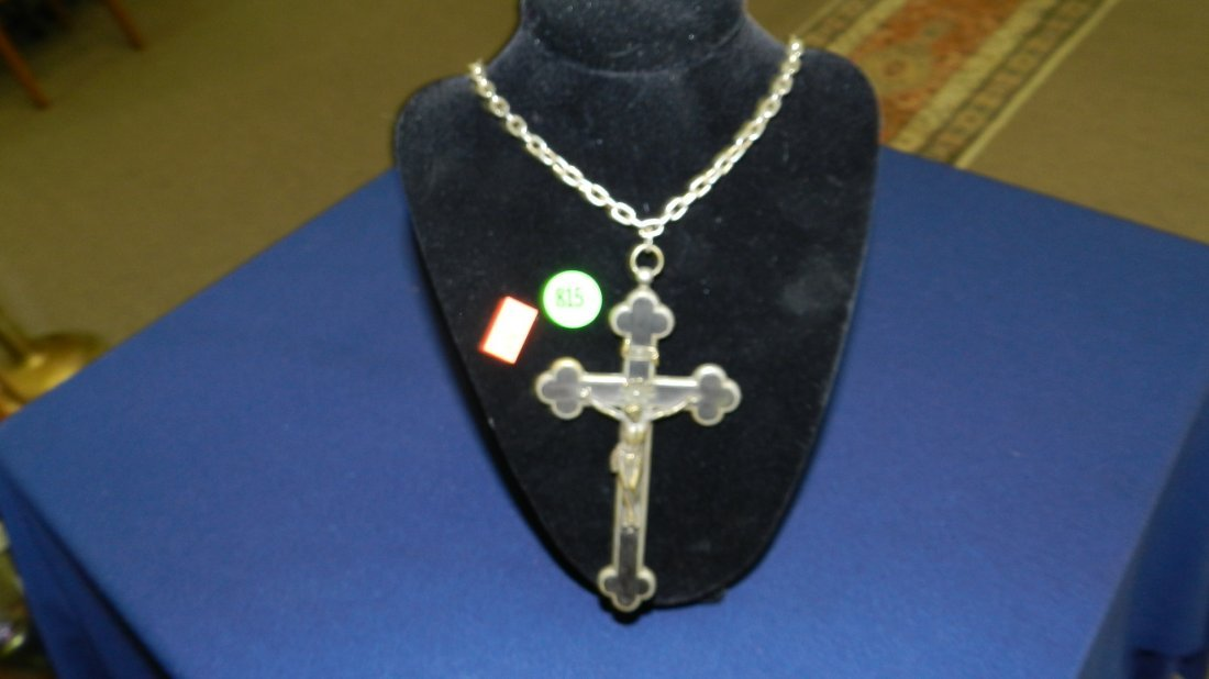 815: large cross and chain / crucifix