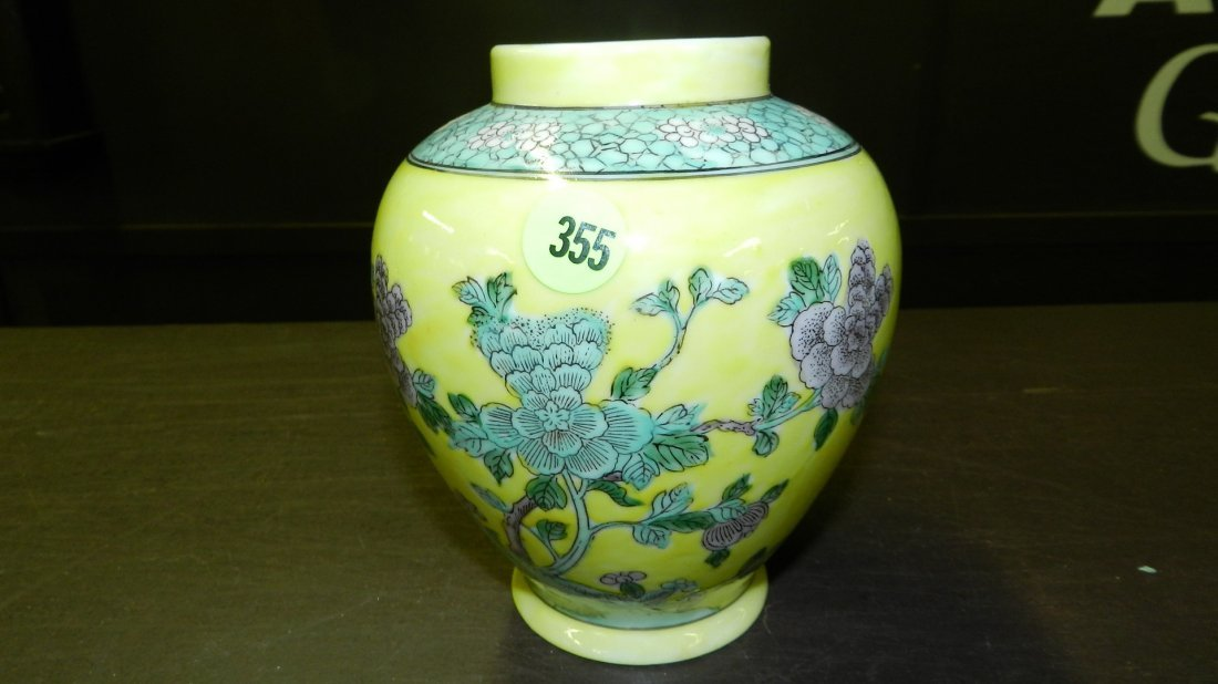355: Chinese famille Verte vintage jar, finely painted