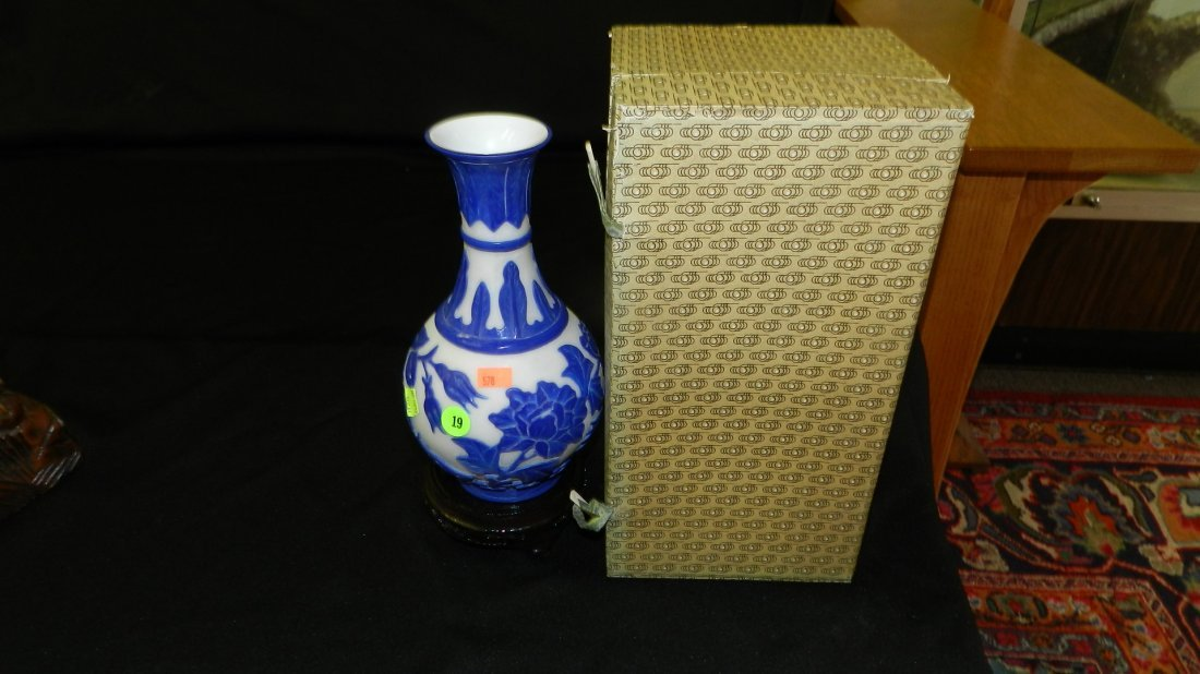 "19: Asian carved Peking glass with box 10"" tall"