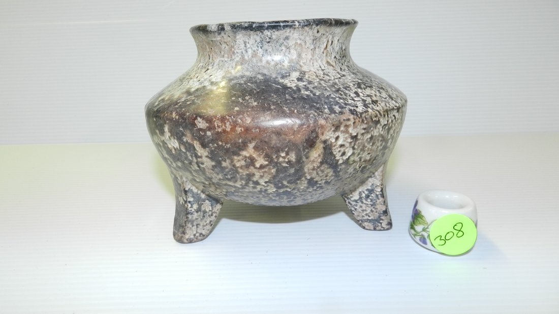 Ancient Chinese carved jade 3-legged vessel with surfac