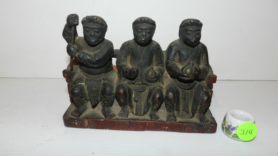 4) Ancient hand carved 3 wise men figurine with element