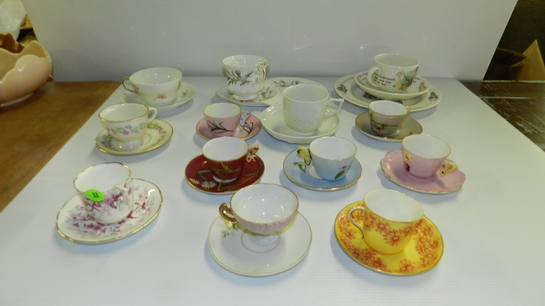 Large collection of cup & saucers including Royal Doult