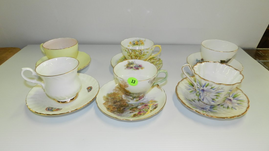 Collection of porcelain bone china cup & saucers, inclu