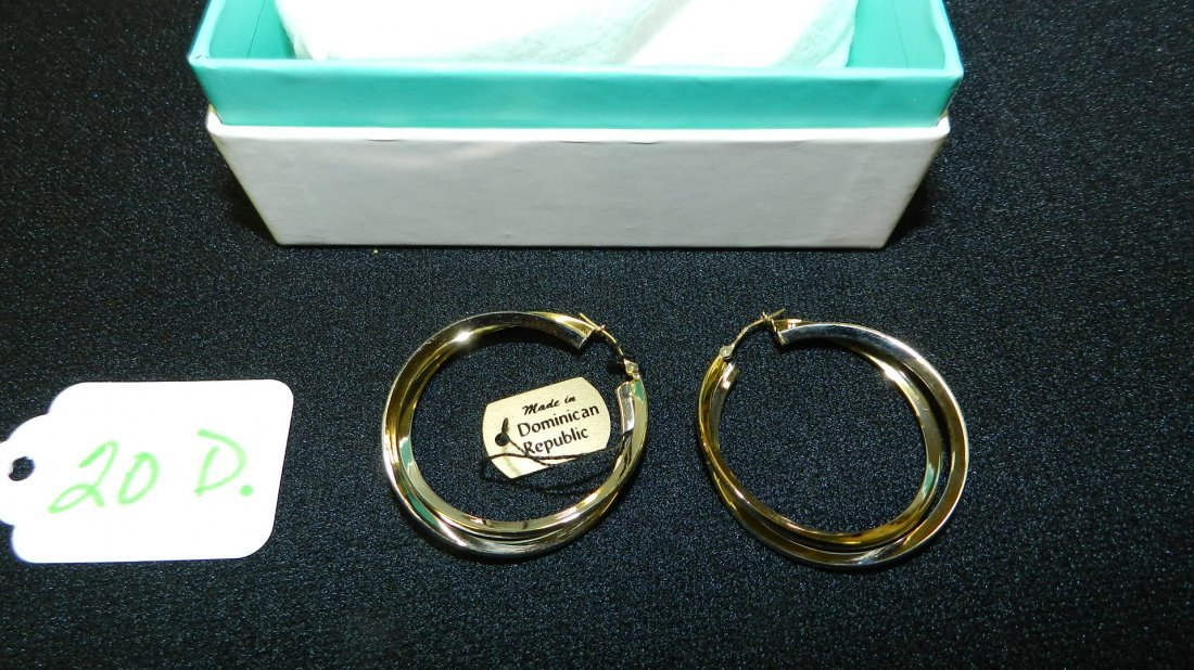Lovely ladies 14KT Gold (stamped) double hoop earrings