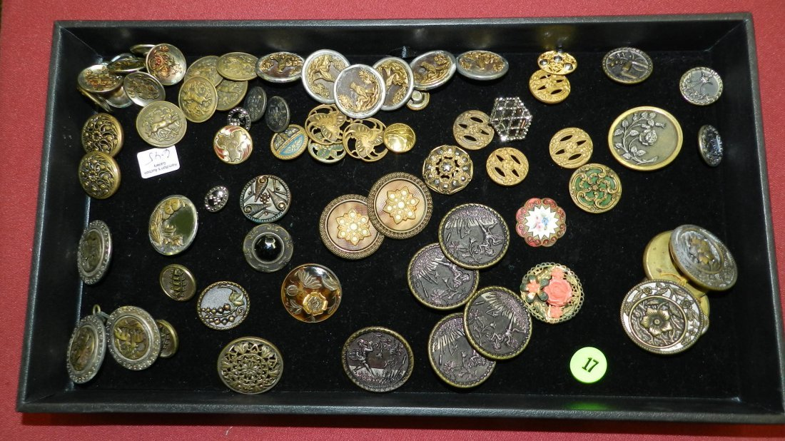 Nice tray of Vintage to Antique buttons, Cond. G as see