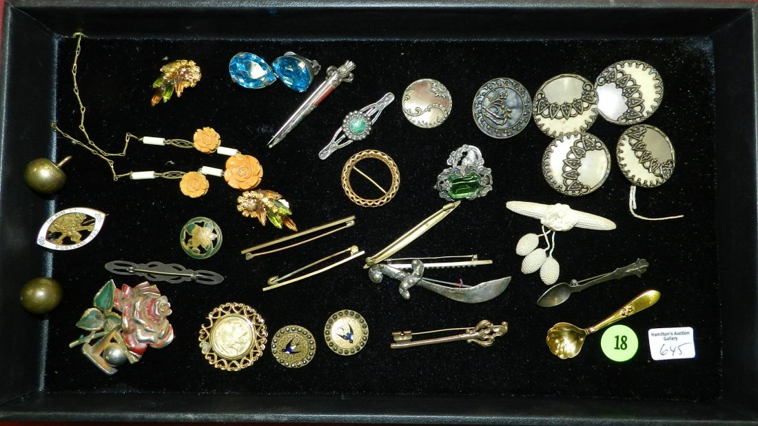 Nice tray of Vintage to Antique buttons & jewelry, Cond