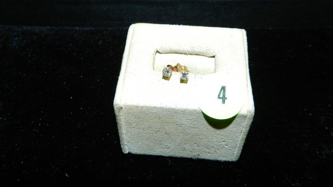 nice ladies Diamond Stud Earring set in 14KT yellow