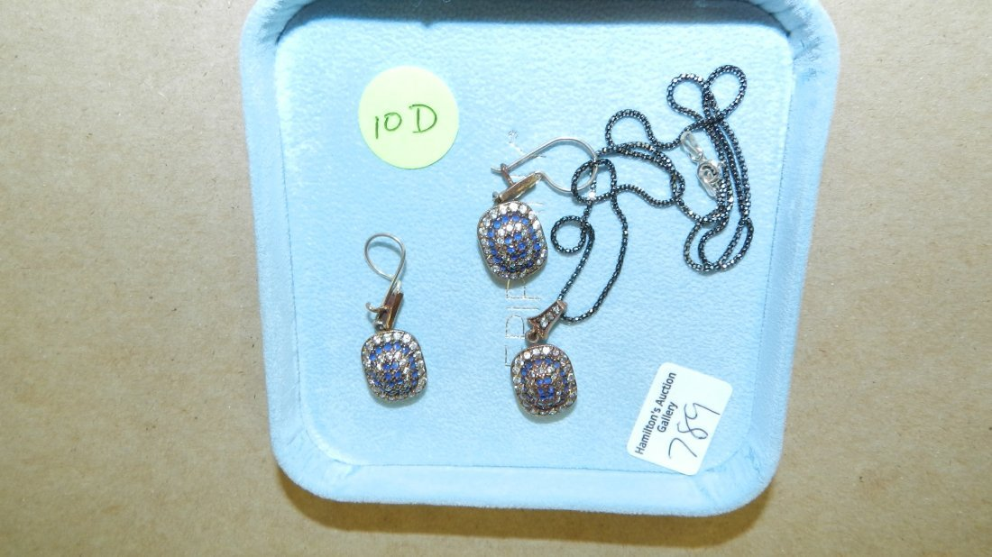 lovely ladies 3 piece sterling & gold blue Sapphire nec