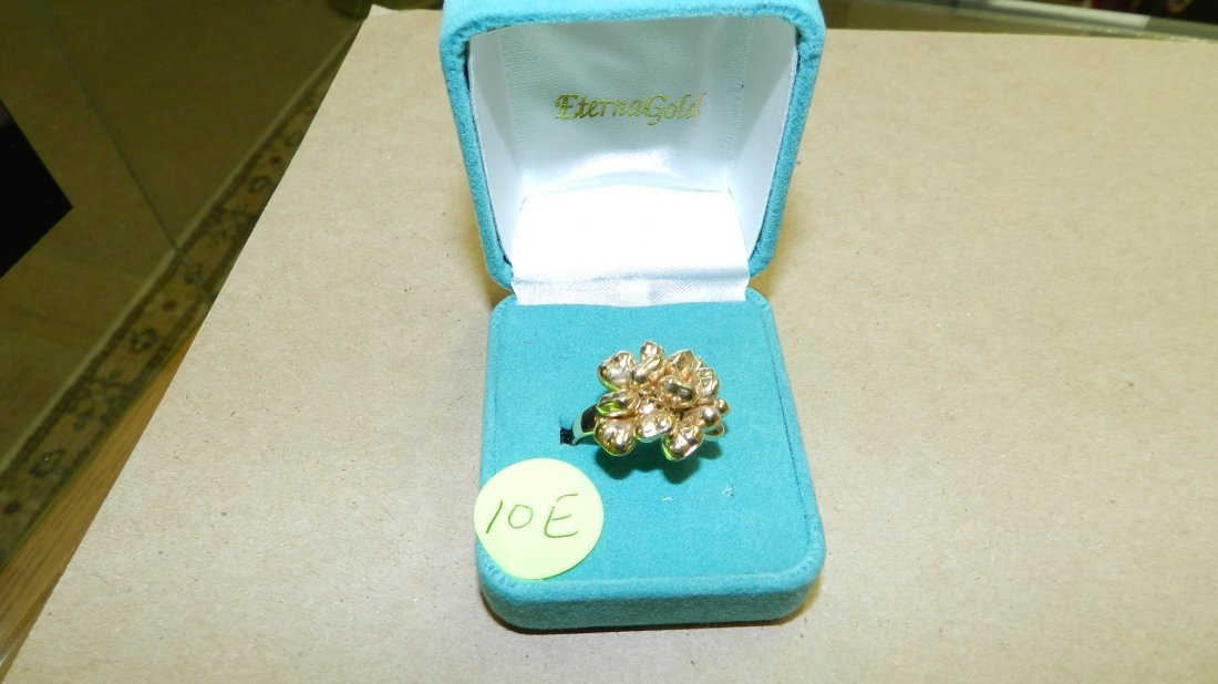 NICE ladies 14KT gold ring with floating style cluster