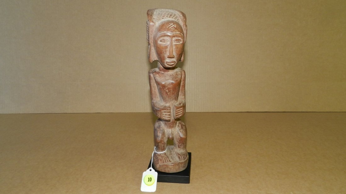 9137) Central African carved figure on stand, cond G,