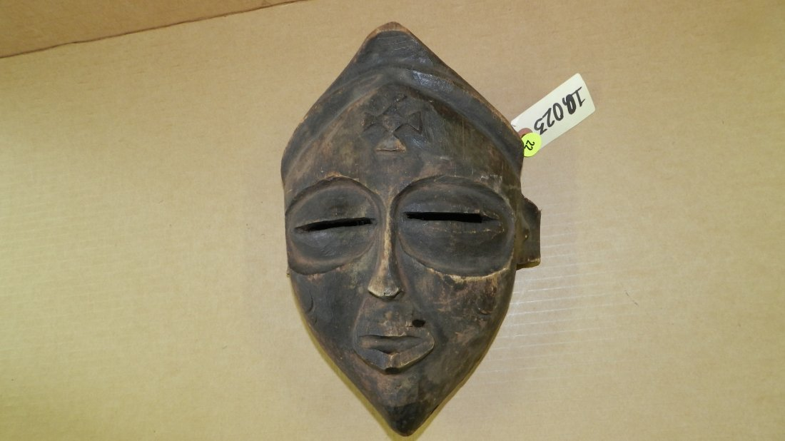 10023) Central African carved mask. 10 1/4 x 7 1/4 x 4