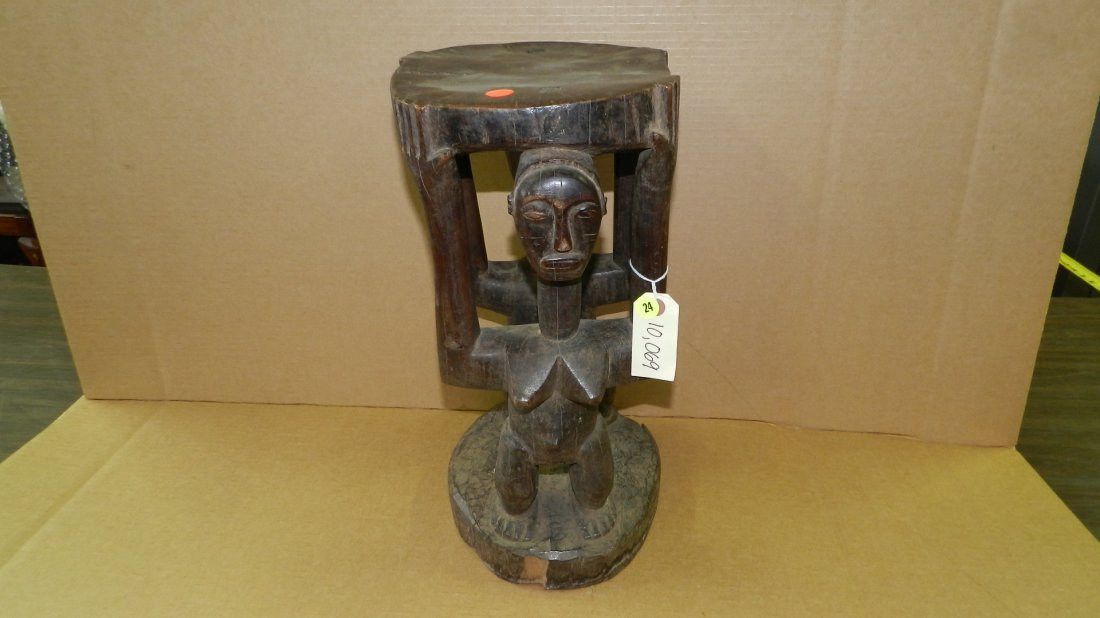 10069) African carved Caryatid, two females. From DR