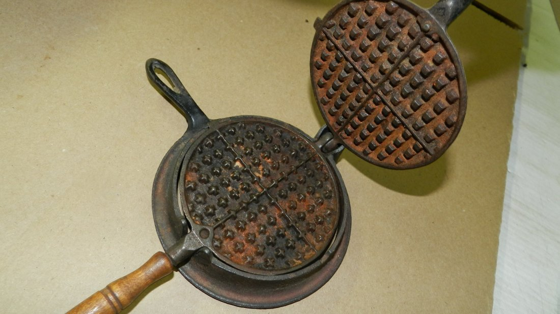 antique Childs cast iron waffle iron / salesman sample - 3