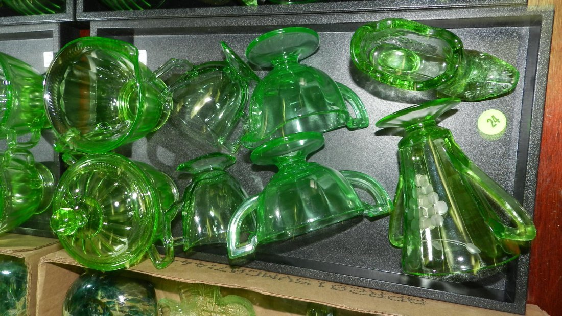 Tray of green depression glassware, no tray. COND VG