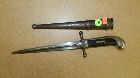 nice WWII era Italian dagger / bayonet with sheath,