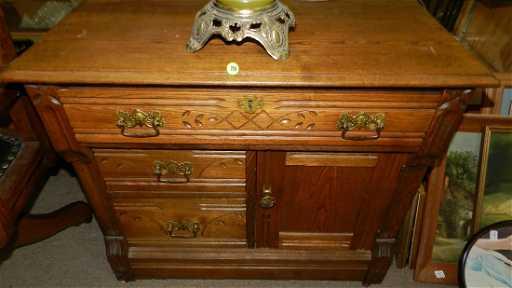 Lovely Antique Spoon Carved Eastlake Commode Ssr