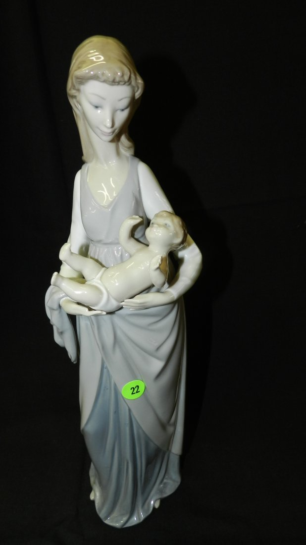 Large Lladro figurine, Mother and child. COND VG