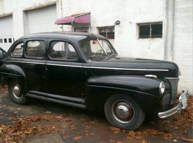 372: 1941 Ford Super Deluxe 4 Door Sedan