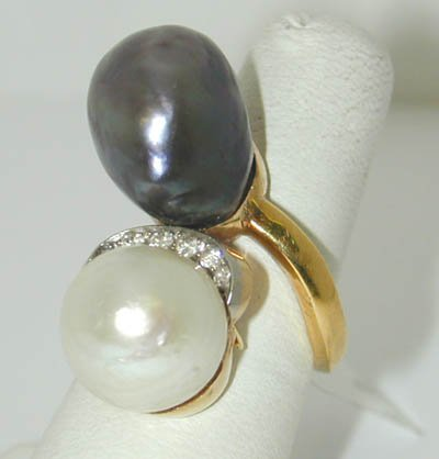 24: Antique 18K Yellow Gold Diamond Ring with Pearl