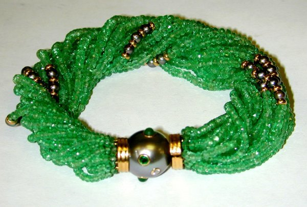 15: 15: Trianon 18K Gold Bracelet with Emerald Beads