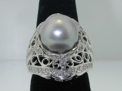 100: 100: 100: Platinum Pearl Diamond Ring.