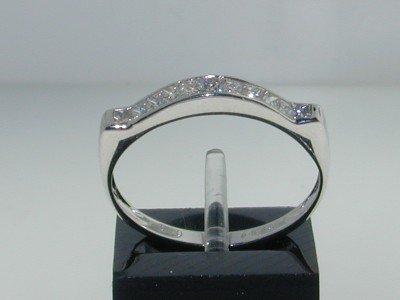 23: 18K White Gold Diamond Ring