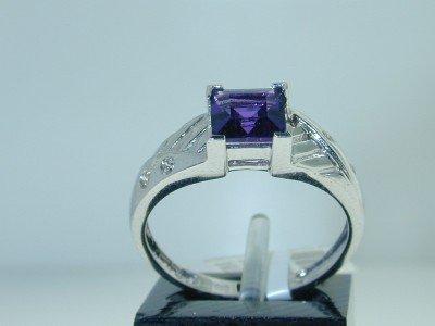 25: 14K White Gold Amethyst Diamond Ring