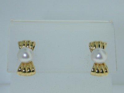 15: 18k Yellow Gold Pearl Earrings