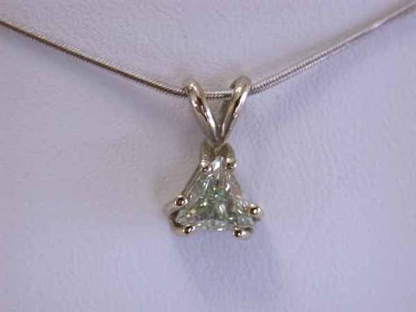19: 14k White Gold Necklace with Diamond !!