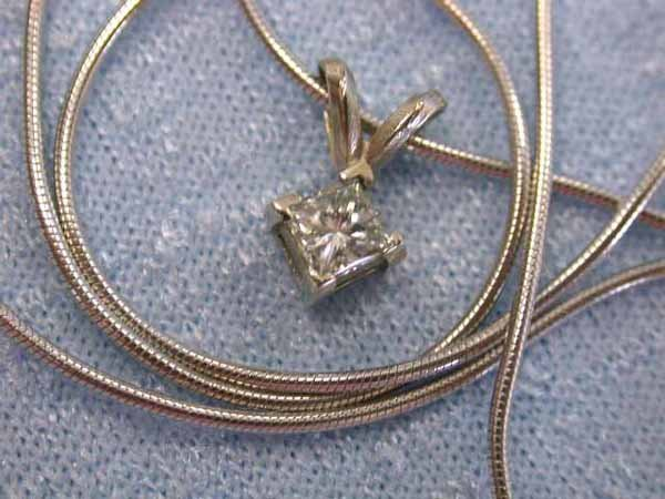 8: 14k White Gold Necklace with Diamond!!