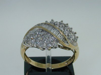 6: 10K Yellow Gold Diamond ring!!