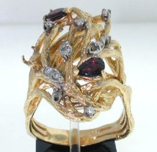 11: 14K Yellow Gold Garnet & Diamond Ring
