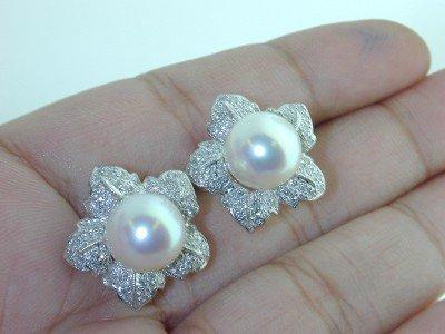 17: 18K White Gold South Sea Pearl Diamond Earrings.