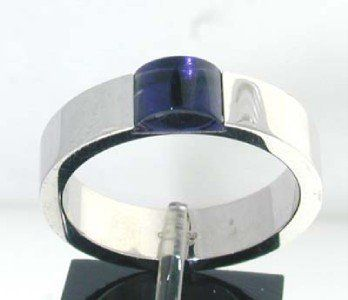 329: Gucci 18K White Gold Amethyst Ring.