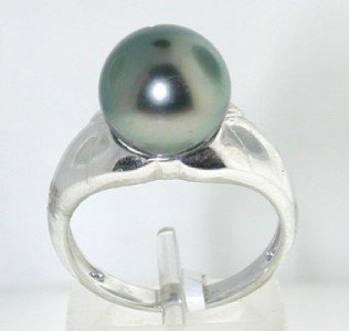 21: 14K White Gold Pearl Ring