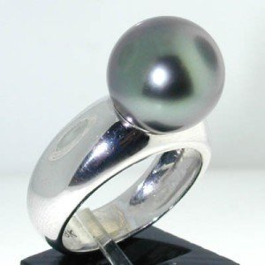 26: 18K White Gold Pearl Ring