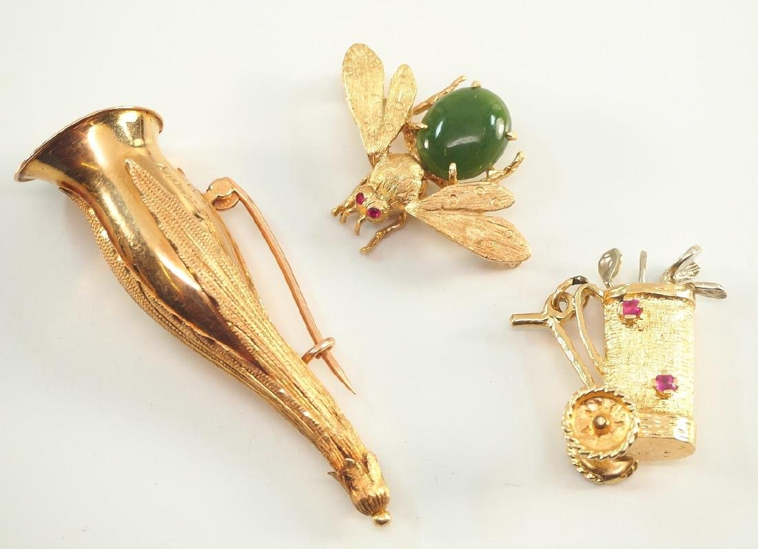 2 Yellow Gold brooches & charm