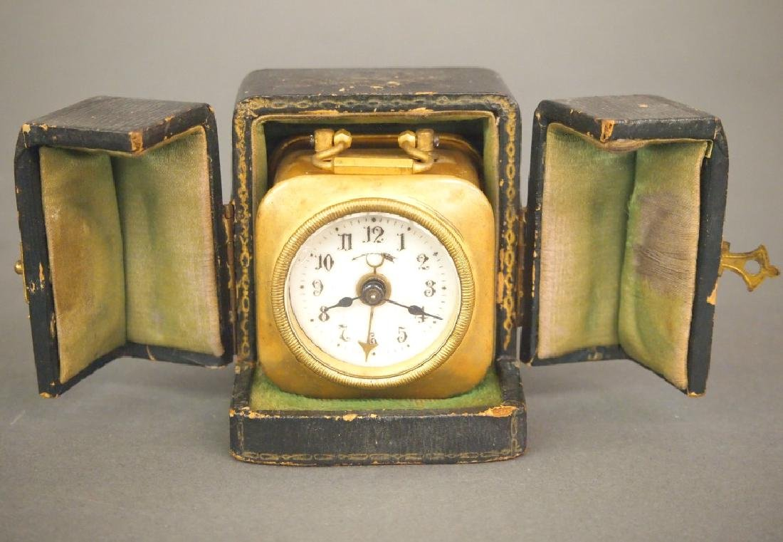 Carriage type alarm clock