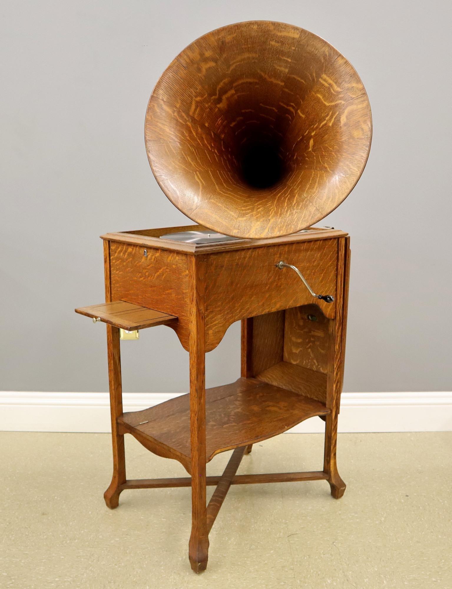 Victor Schoolhouse Model Phonograph